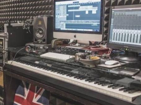 錄音室租用(專人為你錄音/拍片,包歌唱指導及後期製作)